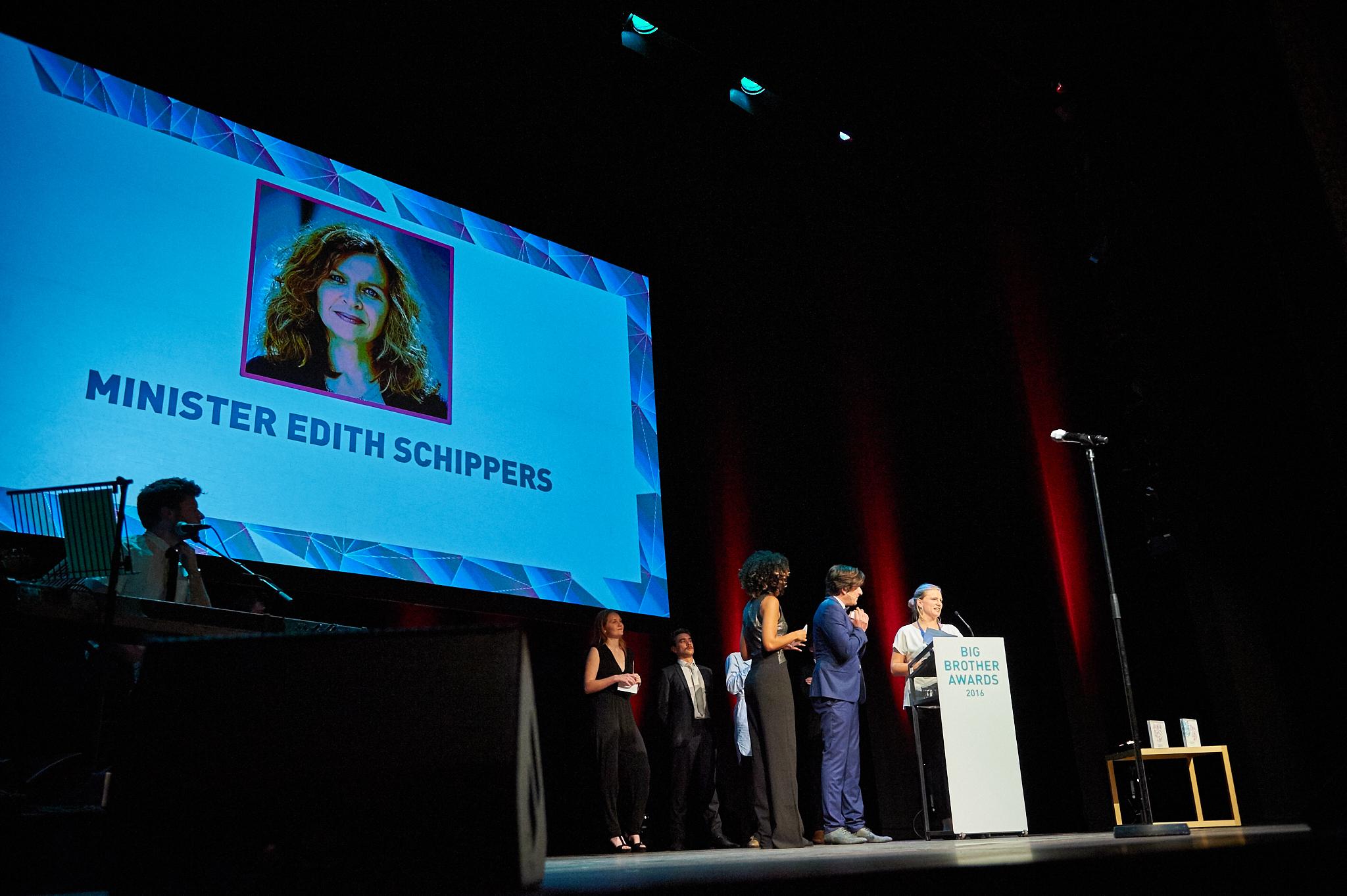 Big Brother Award Publieksprijs 2016 voor minister Schippers. (Foto: Jeroen Mooijman)