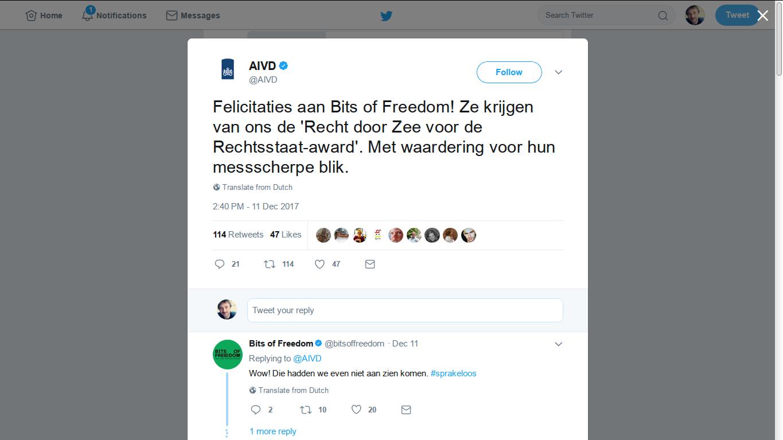 Een tweet waarin de AIVD een prijs uitreikt aan Bits of Freedom