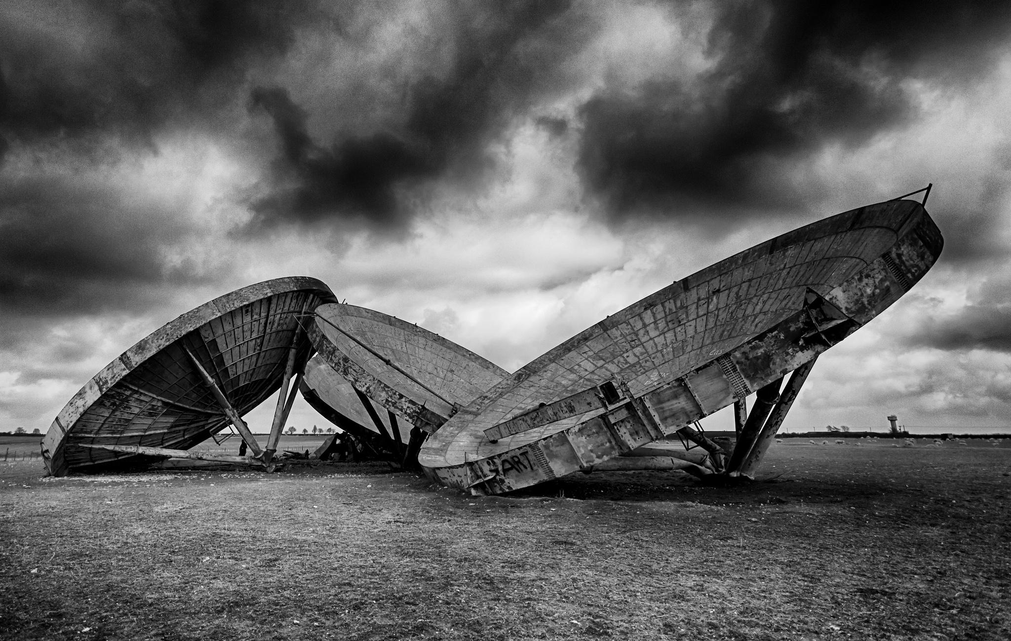 Alleen achtergelaten afluisterschotels van de RAF