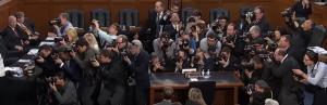 Fotografen wachten op de komst van Zuckerberg