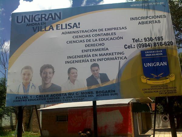 Reclameposter voor een universiteit in Paraguay met Mark Zuckerberg als een student