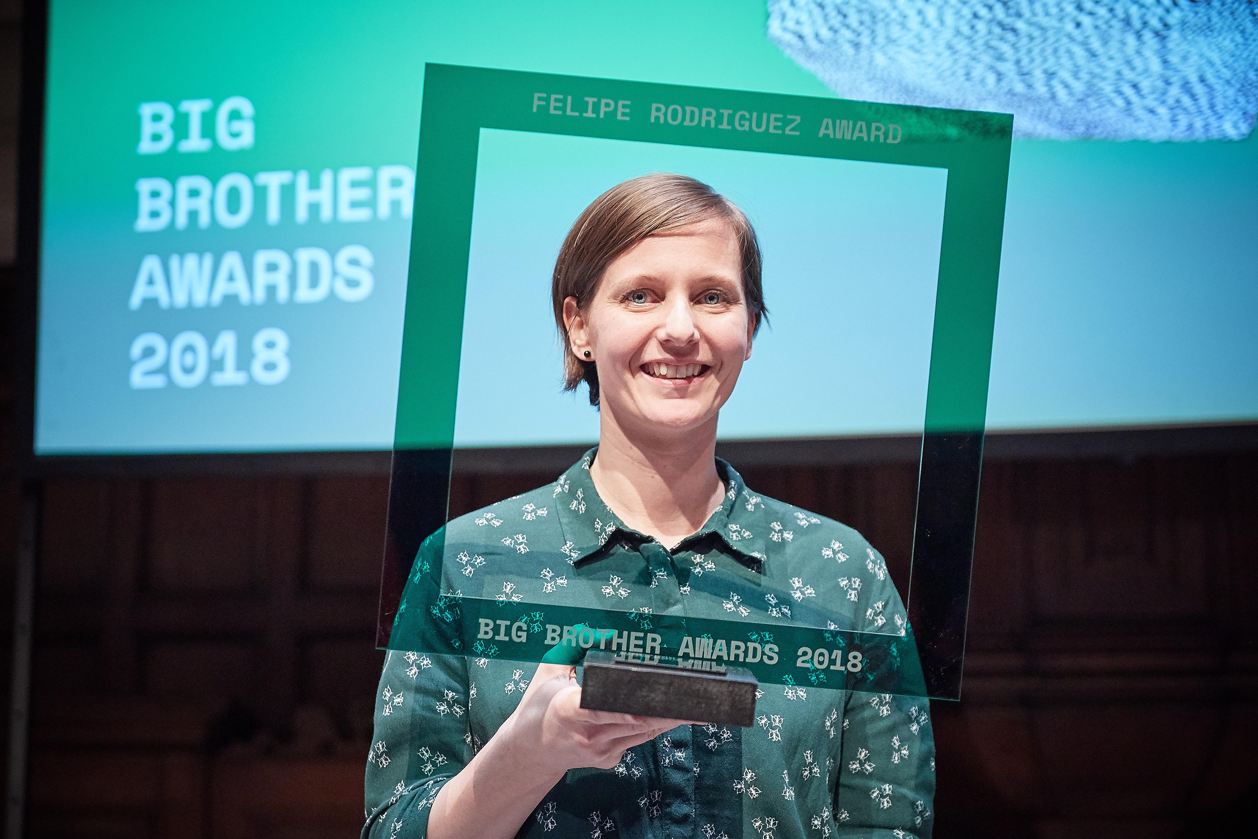 Kirsten Fiedler met haar Felipe Rodriguez Award. Foto: Jeroen Mooijman (CC BY-NC-ND 4.0)