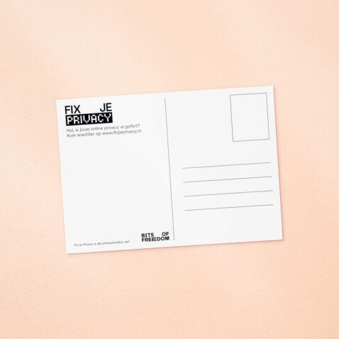 De achterkant van een Fix Je Privacy ansichtkaart