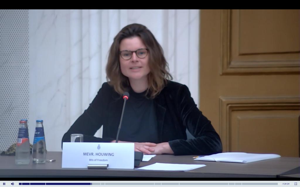 Lotte Houwing spreekt in de Tweede Kamer over de voorgestelde wijziging van de Telecommunicatiewet.