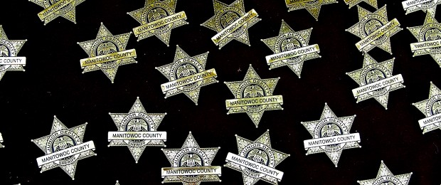 Afbeelding gebaseerd op Manitowoc County Sheriff - Badges van Lester Public Library (licentie: CC BY-NC-SA 2.0)