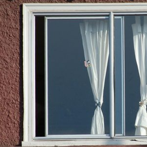 Afbeelding gebaseerd op open window on Gregory Terrace van Leonard J Matthews (licentie: CC BY-NC-SA 2.0). Thanks a bunch, Leonard!