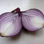 Afbeelding gebaseerd op Onion from allotment van kattebelletje (licentie: CC BY-NC 2.0). Dank, kattebelletje, dank.