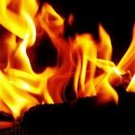 Afbeelding gebaseerd op FIRE!! van Thomas's Pics (licentie: CC BY-NC 2.0)