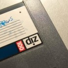 """De afbeelding is een bewerking van \""""disks\"""" van kenstein, uitgebracht onder een Creative Commons Generic Attribution 2.0-licentie."""