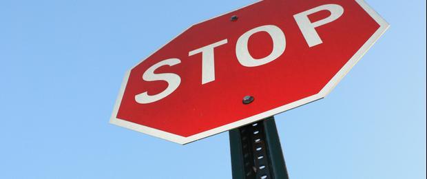 """Afbeelding gebaseerd op \""""Stop Sign\"""", van crazyfilmgirl, uitgebracht onder een Creative Commons Generic Attribution 2.0"""