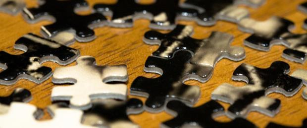Afbeelding gebaseerd op Puzzle Pieces van Liza, uitgebracht onder een Creative Commons licentie