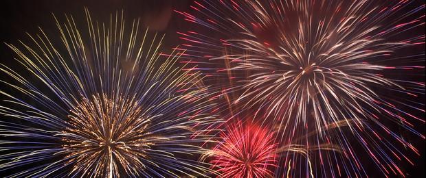"""Afbeelding gebaseerd op \""""Tokyo Bay Fireworks Festival 2010 #6\"""", door megawheel360, uitgebracht onder een Creative Commons 2.0 Generic Attribution-licentie."""